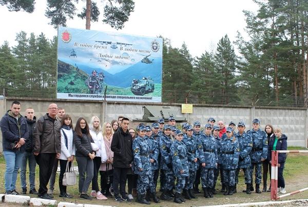 В День подразделений специального назначения курсанты и студенты встретились с бойцами спецназа